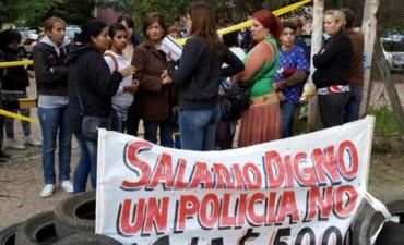 Córdoba: policías se acuartelaron en reclamo de mejoras salariales