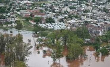 20.000 personas evacuadas por las crecidas