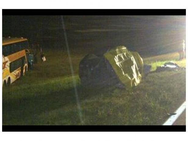 Accidente fatal: un auto chocó contra un colectivo de larga distancia en la Ruta 34