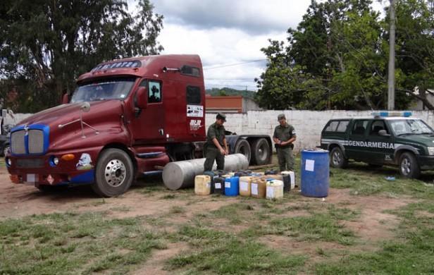 Salta: hallan 600 Kg de cocaína líquida oculta en un camión