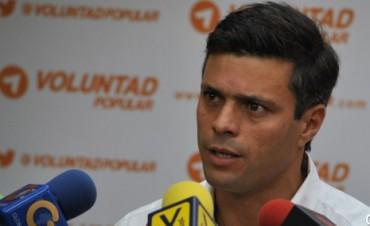 Venezuela: opositor se entrega en medio de protestas pacíficas