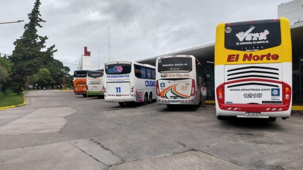La provincia estableció que deben reanudarse todos los servicios de transporte de pasajeros con jurisdicción en territorio santafesino