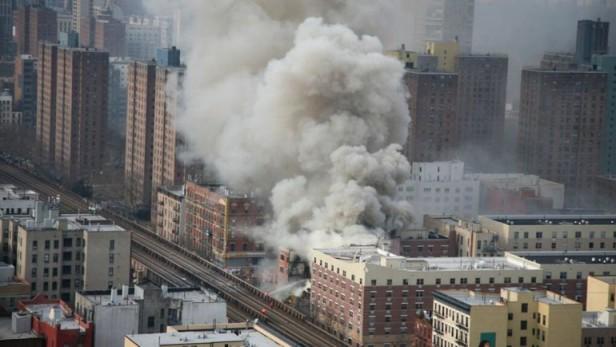 Explosión y tragedia en un barrio hispano de Nueva York: al menos tres muertos