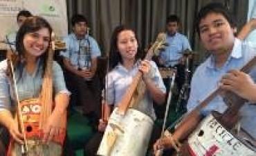 Los pibes paraguayos que tocan instrumentos hechos con basura y hoy están de gira con Metallica
