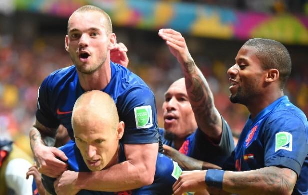 Holanda se cobró revancha y humilló a España en el debut