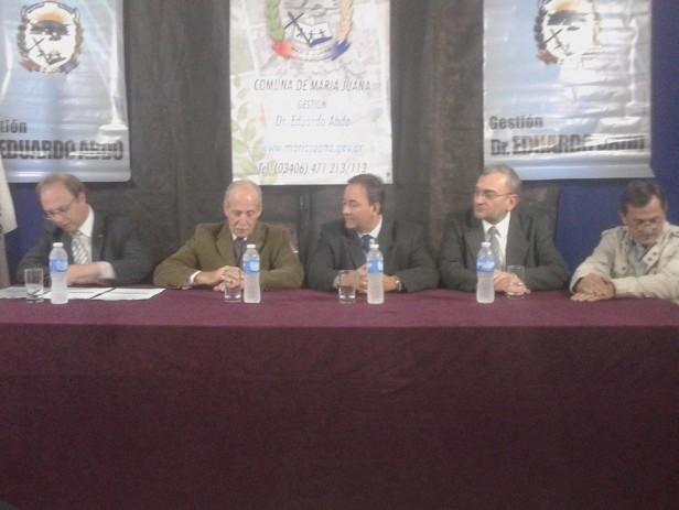 Firma de convenio por credito del PROMUDI entre el gobierno provincial y la Comuna María Juana, por $629.000