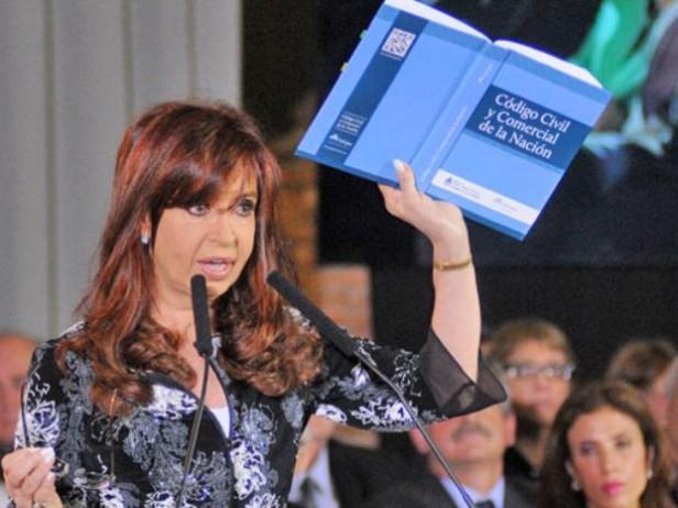 La presidenta promulgó el Código Civil y propuso reformar el Código Procesal Penal
