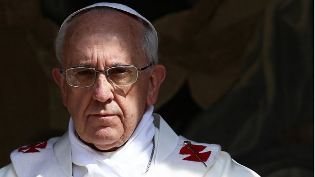 En su primera exhortación apostólica, Francisco llama a reformar el papado