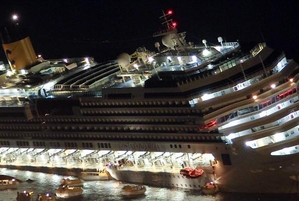 Se necesitarán entre 7 y 10 meses para sacar al Costa Concordia del agua