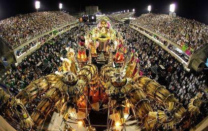 Bajo una fuerte presencia policial, Brasil se prepara para festejar el carnaval desde hoy
