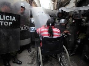 Salvaje represión a discapacitados en Bolivia