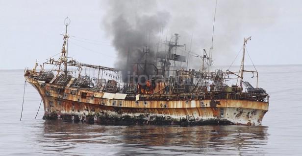 Guardacostas hunden a un barco
