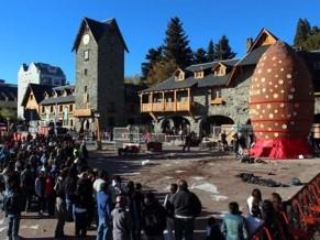 Bariloche repartió un huevo de Pascua de 7500 kilos y va por el Guinness