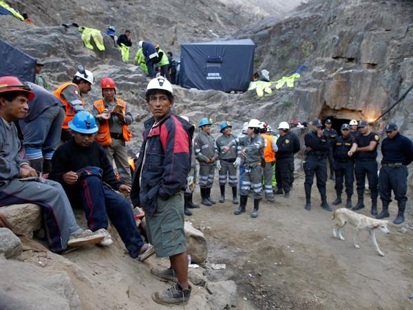 Perú: por derrumbes, se vuelve a complicar el rescate de los mineros