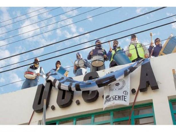 Violencia y tiros en una sede de UOCRA