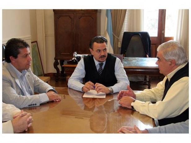 El gobierno provincial manifestó su interés en formar parte del directorio de YPF