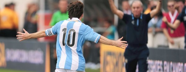 De la mano de un Messi estelar, Argentina venció a Brasil en los EEUU