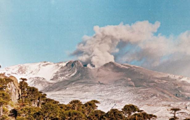Alerta por la erupción del volcán Copahue en Neuquén