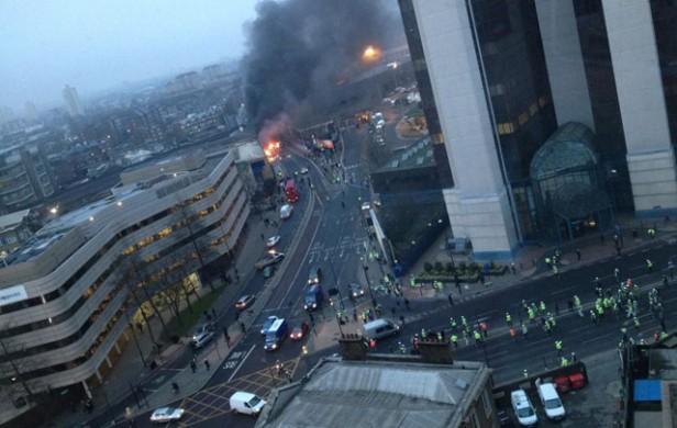 Dos muertos al estrellarse un helicóptero en Londres