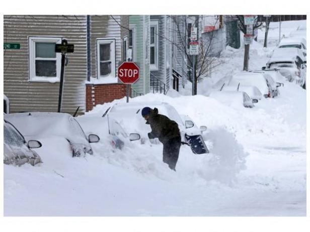Una tormenta de nieve en EEUU deja seis muertos y 700.000 hogares sin luz