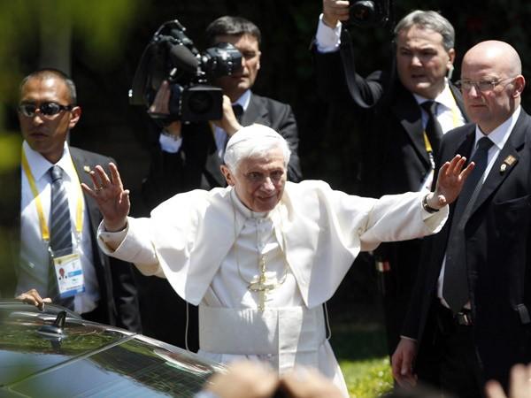 Un golpe en la cabeza aceleró la renuncia del Papa