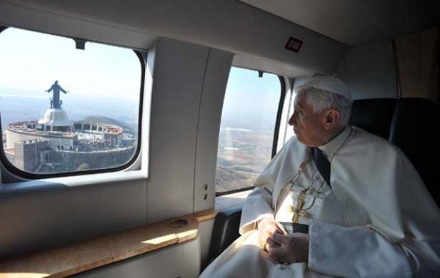 Benedicto XVI ya no es Papa y la Iglesia espera a su sucesor