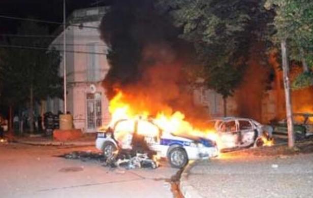 Atacan una comisaría en Junín tras el crimen de la adolescente