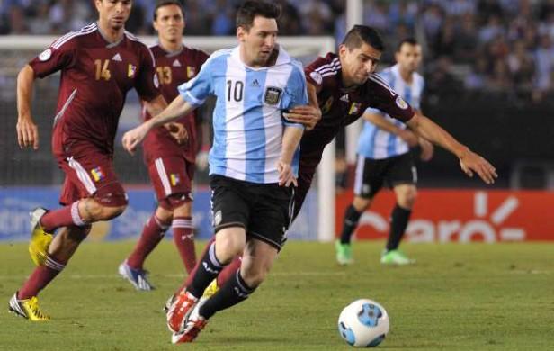 Argentina goleó a Venezuela y sigue como único líder