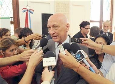 El gobierno fijó las elecciones generales para el 27 de octubre y las primarias para el 11 de agosto