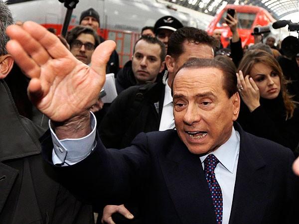 Berlusconi, condenado a 4 años de prisión por fraude