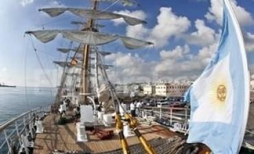 La Fragata Libertad ya navega en aguas del mar argentino