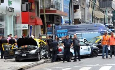 Un taxi atropelló a seis personas y mató a una joven