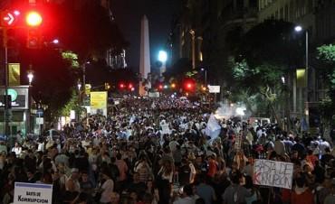 Masiva marcha contra el Gobierno