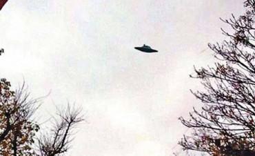 ¿Un ovni en Santiago? Revuelo por la imagen de un extraño objeto en el cielo