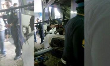 Sociedad Otro accidente en el Sarmiento: chocó un tren en la estación de Once y hay más de 40 heridos